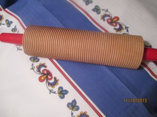 G005 Lefse Rolling Pin Corrugated Kings Norsk Kings Norsk Products